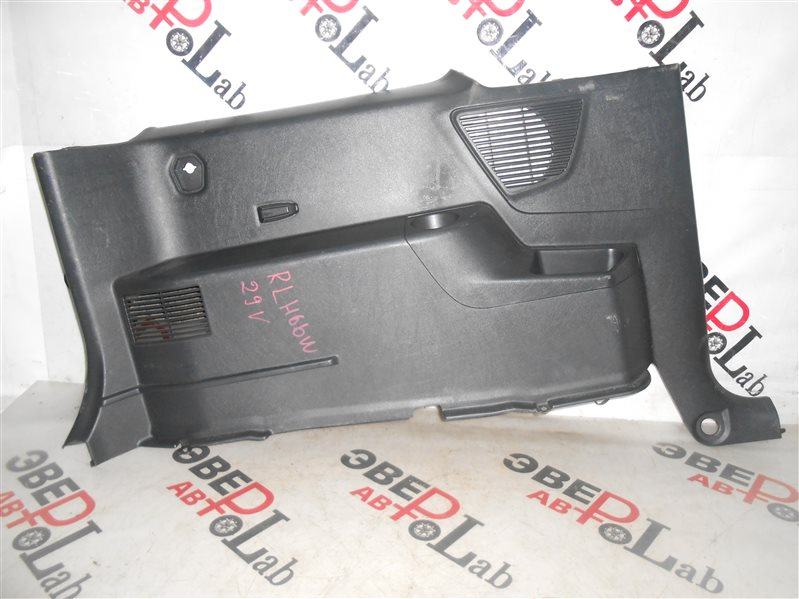 Обшивка багажника Mitsubishi Pajero Io H66W 4G93 1998 задняя левая