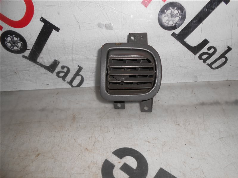 Решетка воздухозаборника Nissan Sunny B15 FB15 QG15 2002