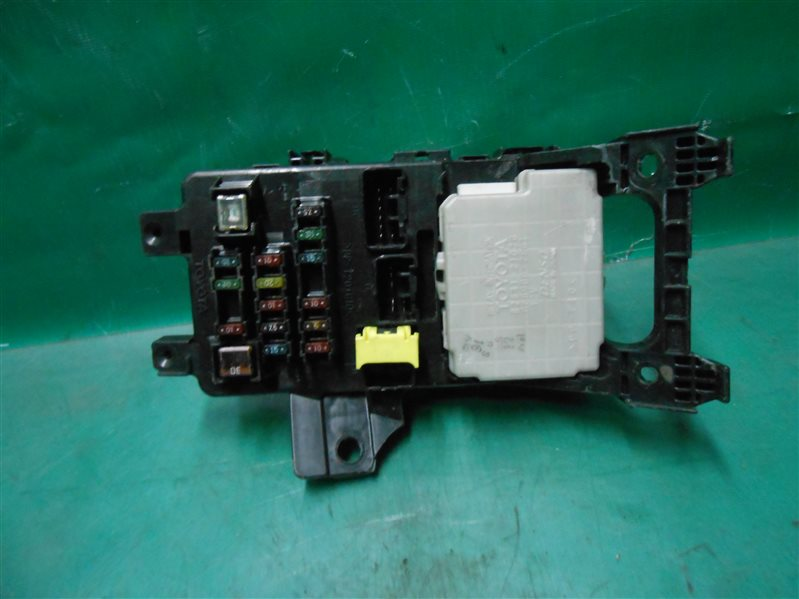 Блок предохранителей салона Toyota Caldina ST215 3S-GE BEAMS 1998