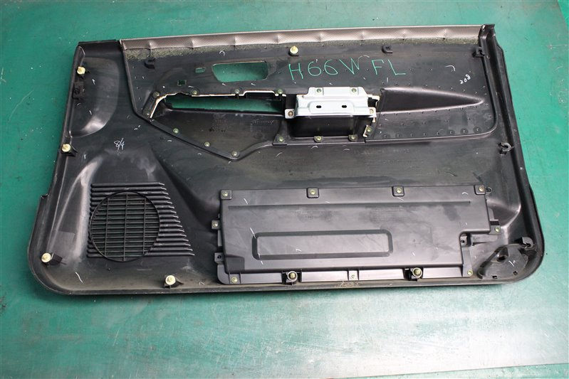 Обшивка двери Mitsubishi Pajero Io H66W 4G93 1998 передняя левая