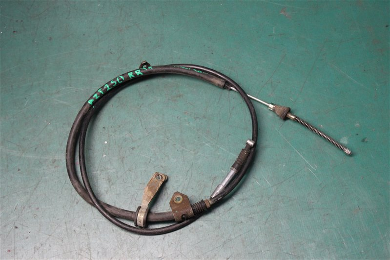 Трос ручника Toyota Avensis AZT250 1AZ-FSE 2004 задний правый
