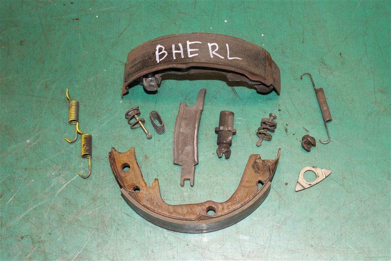 Зажим тормозной колодки Subaru Legasy BHE EZ30 2000 задний левый