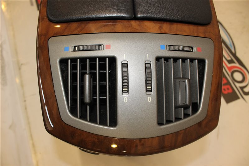 Воздуховод Bmw 7 Series 745I E65 N62B44A. 12/2002 задний нижний