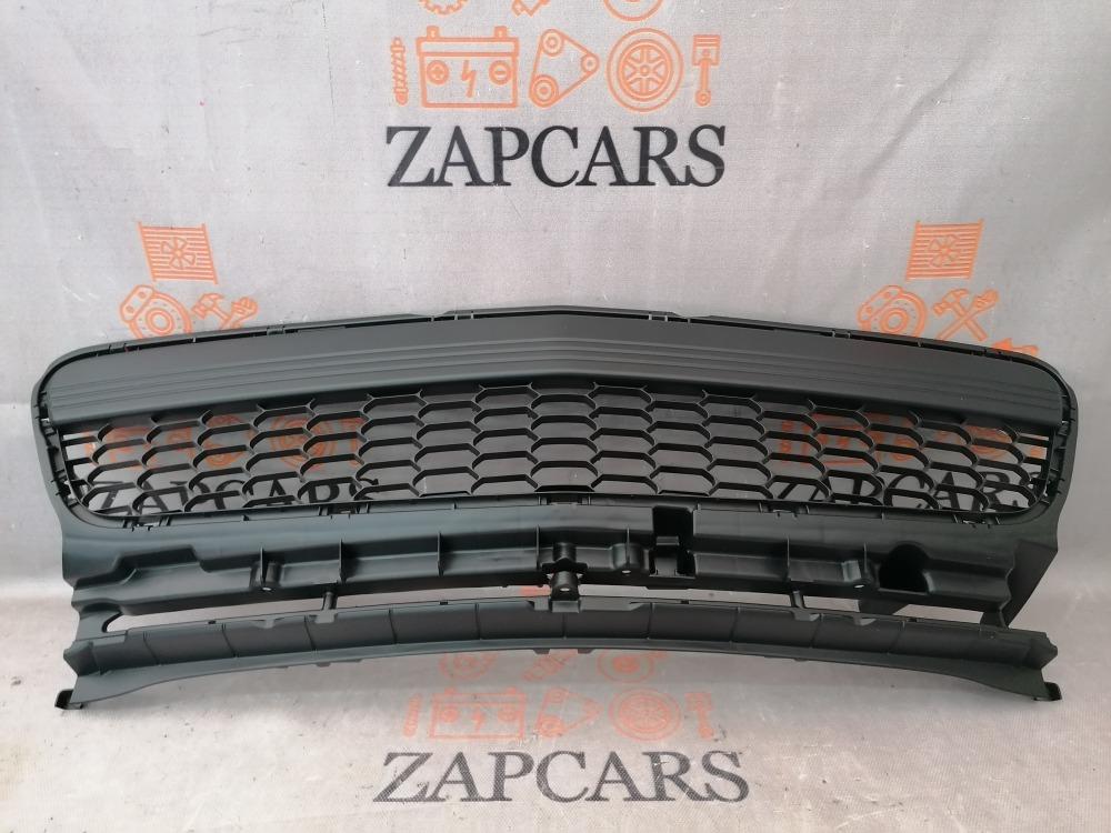 Решетка бампера ( хетчбек sport ) Mazda 3 BK 2006