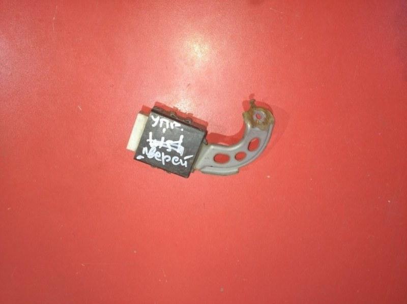 Блок управления дверьми Toyota Ist NCP61 (б/у)