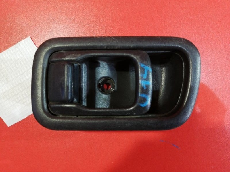 Ручка двери внутренняя Nissan Bluebird U14 GA16DE 1999 передняя правая (б/у)