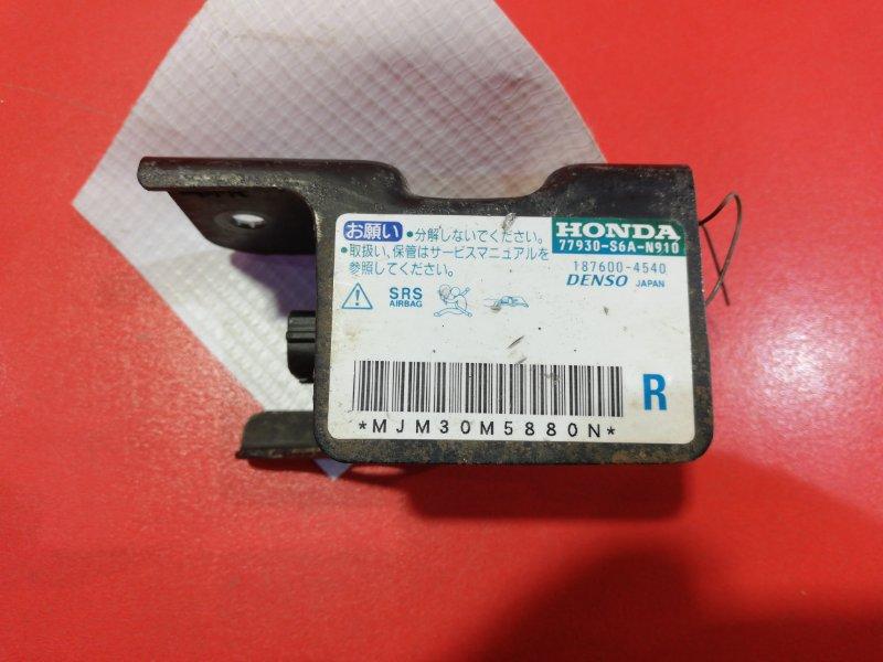 Датчик airbag Honda Stream RN1 D17A2 2000 передний правый (б/у)