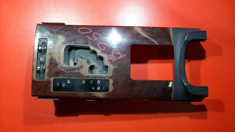 Накладка на панель акпп Lexus Is250 GSE20 4GRFSE 2005 (б/у)