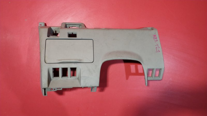 Накладка под руль Toyota Corolla Spacio NZE121N 1NZ-FE 2001 (б/у)