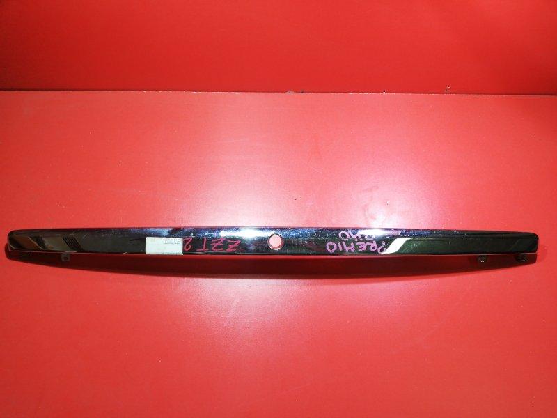 Накладка крышки багажника Toyota Premio AZT240 1AZFSE 2001 задняя (б/у)