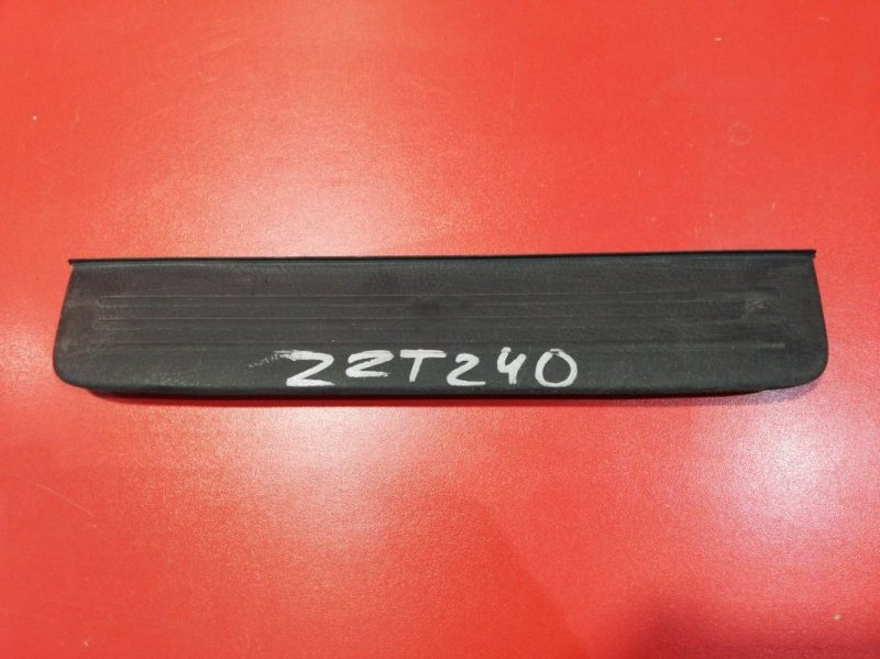 Накладка порога Toyota Premio AZT240 1AZFSE 2001 задняя правая (б/у)