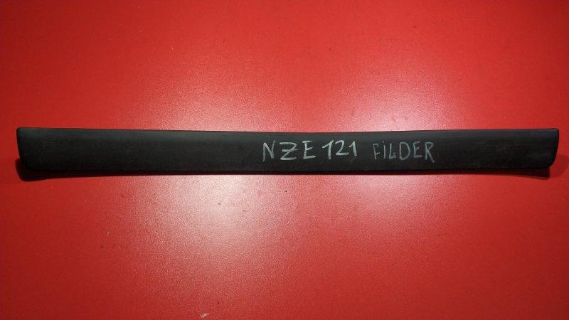 Накладка порога внутренняя Toyota Corolla Fielder CE121G 1NZ-FE 2000 передняя правая (б/у)