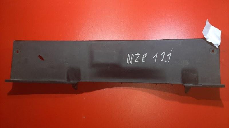 Накладка замка багажника Toyota Corolla Spacio NZE121N 1NZ-FE 2001 (б/у)