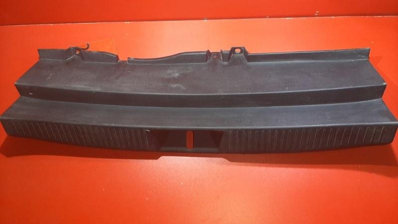 Накладка замка багажника Mazda Verisa DC5R ZY-VE 2004 (б/у)