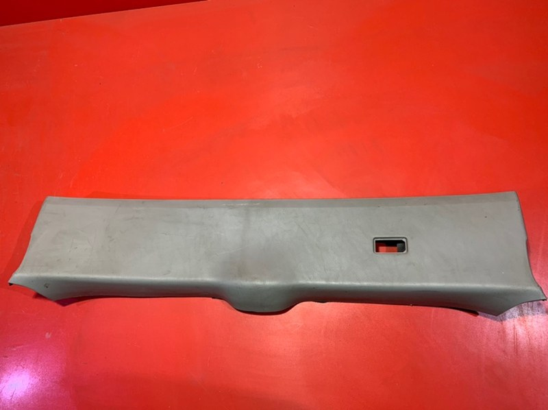 Обшивка двери багажника Lexus Rx330 GSU35 1MZFE 2003 задняя (б/у)