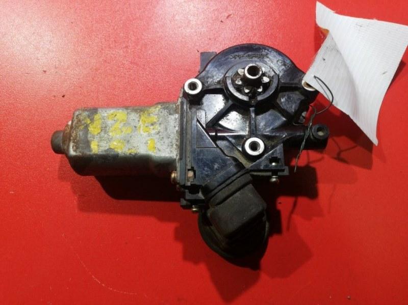 Мотор стеклоподъемника Toyota Ist JZS147 1UZFE 1991 передний левый (б/у)