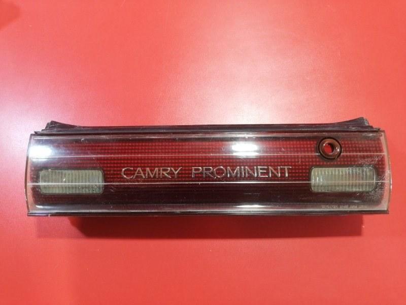 Накладка крышки багажника Toyota Camry Prominent V30 2AZ-FE 1990 задняя (б/у)