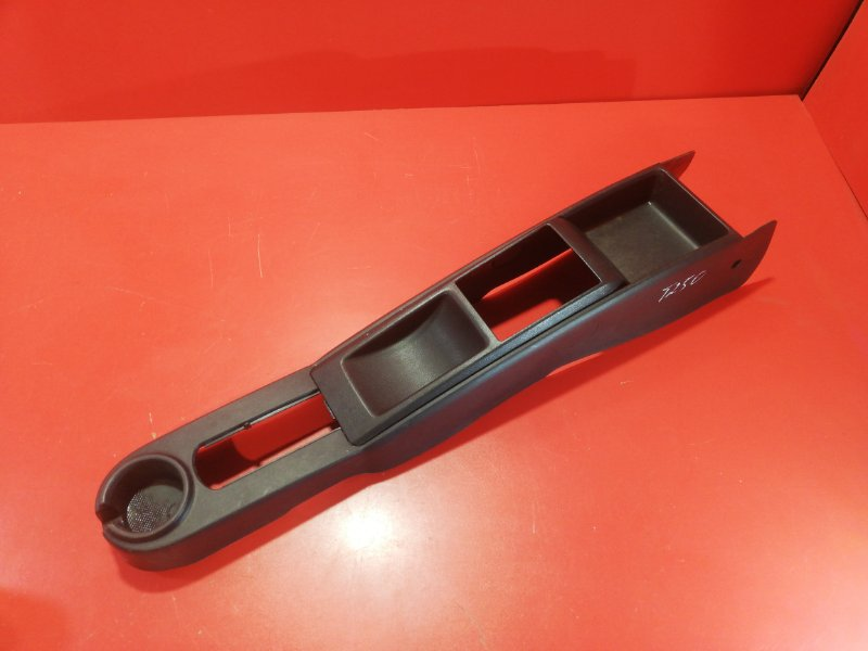 Консоль между сидений Chevrolet Aveo T250 F14D3 2007 (б/у)