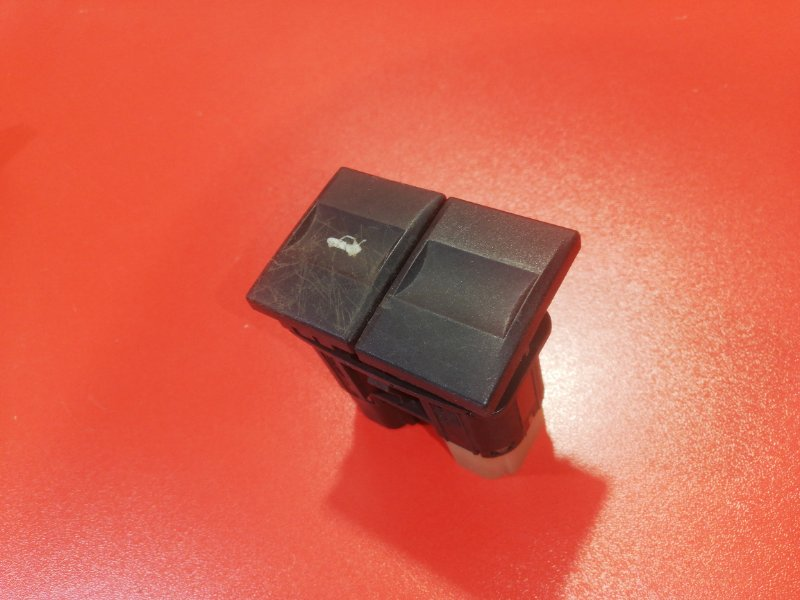 Кнопка открывания багажника Ford Mondeo B4Y CJBA 2000 (б/у)