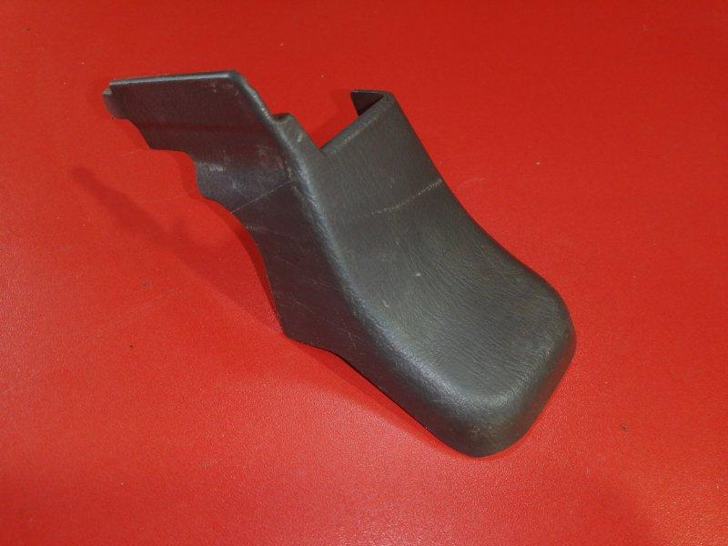 Заглушка крепления сиденья Toyota Hilux Surf KZN185 1KZ-TE 1996 передняя правая (б/у)