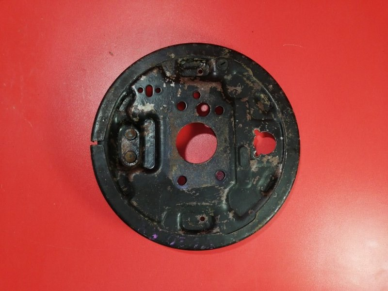 Тормозной щит Nissan Presage VU30 YD25DDT 1999 задний правый (б/у)