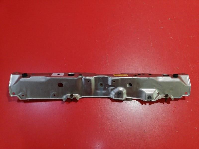 Рамка радиатора Toyota Ist NCP61 1NZ-FE 2002 верхняя (б/у)