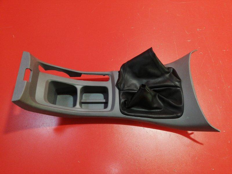 Консоль между сидений Toyota Hilux Pick Up KUN25 2KD-FTV 2005 (б/у)