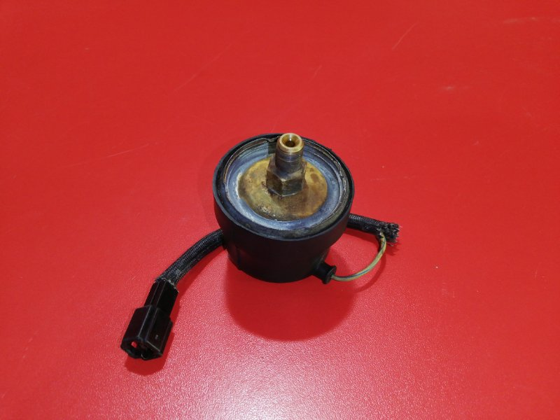 Датчик давления масла Toyota Hilux Surf VZN130G 3VZ-E 1991 (б/у)