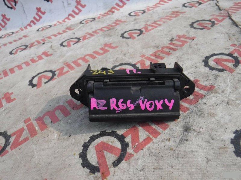 Ручка задней двери Toyota Voxy AZR60G задняя (б/у)