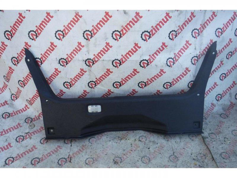 Накладка замка багажника Nissan Fuga GY50 задняя (б/у)