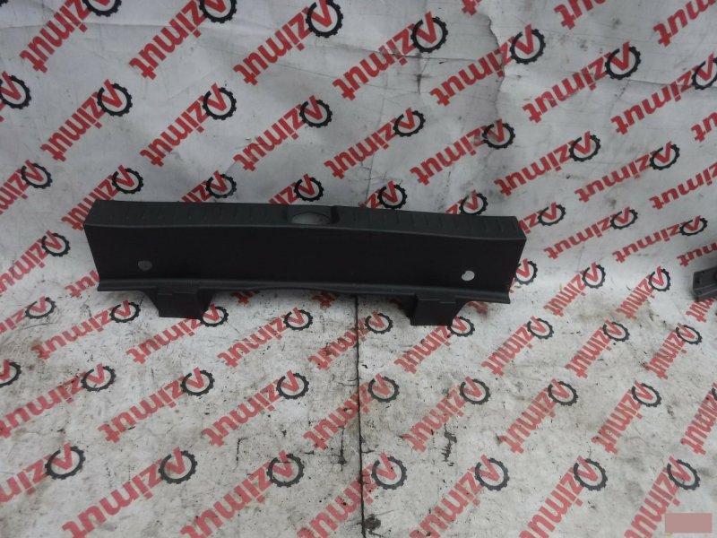Накладка замка багажника Daihatsu Yrv M201G задняя (б/у)
