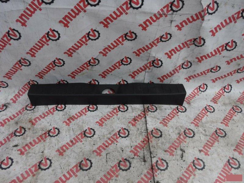 Накладка замка багажника Nissan Dayz B21W задняя (б/у)