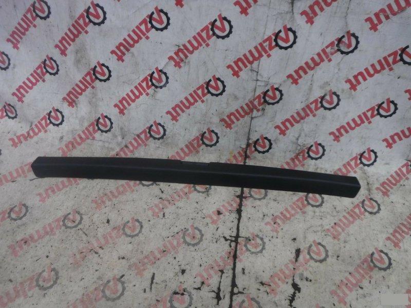 Накладка замка багажника Toyota Premio ST210G задняя (б/у) 849