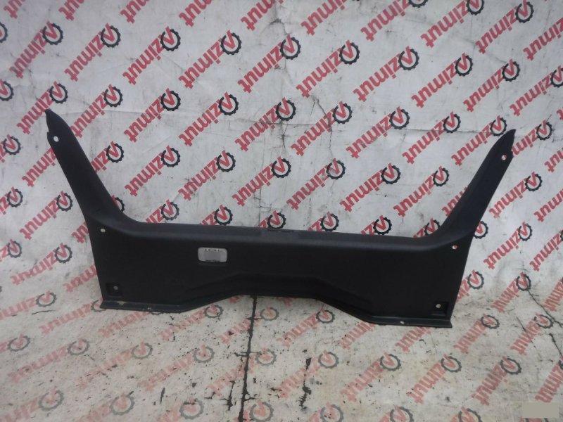 Накладка замка багажника Nissan Fuga PY50 задняя (б/у)