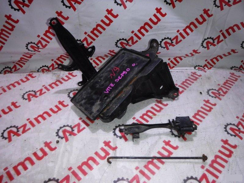 Подставка под аккумулятор Toyota Vitz SCP90 (б/у) 9
