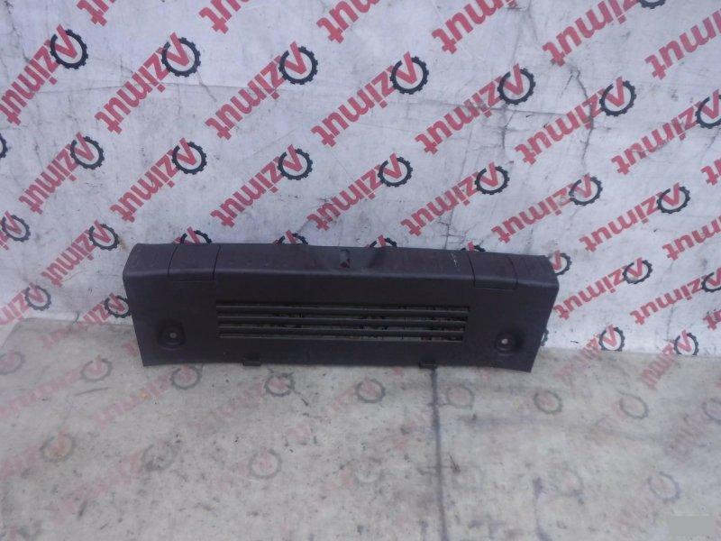 Накладка замка багажника Toyota Iq NGJ10 1KRFE 2008 задняя (б/у)
