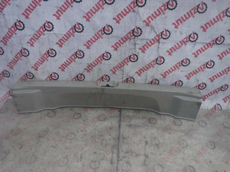 Накладка замка багажника Nissan Presage TNU31 задняя (б/у)