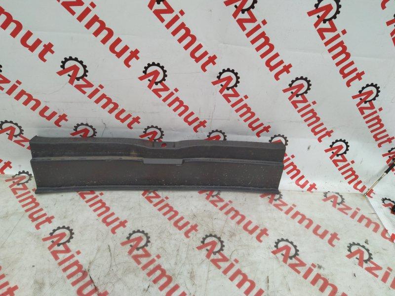 Накладка замка багажника Toyota Wish ZGE20G (б/у) 211