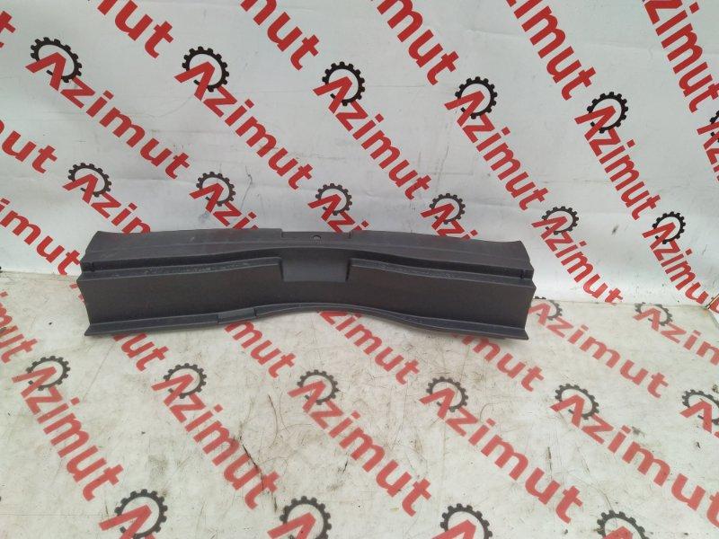 Накладка замка багажника Toyota Ractis NCP120 задняя (б/у)