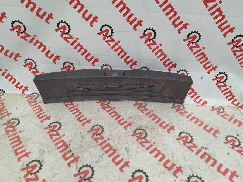 Накладка замка багажника Mitsubishi Colt Plus Z27W задняя (б/у)
