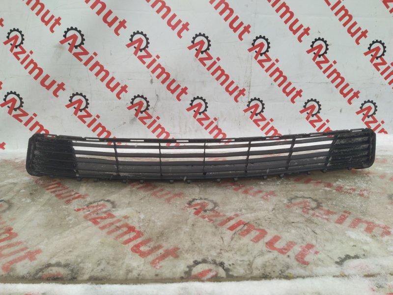 Решетка бамперная Toyota Aqua NHP10 1NZ-FXE 2012 нижняя (б/у) 53111-52570