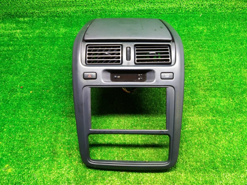 Консоль магнитофона Toyota Ipsum SXM15 3S-FE 1996 (б/у) 110