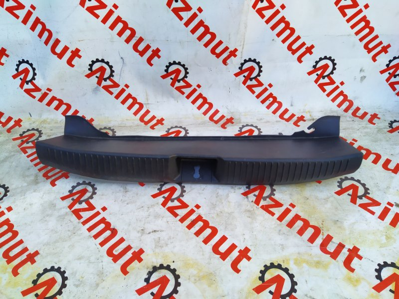 Накладка замка багажника Mazda Atenza GG3S L3-VE 2003 (б/у) 267