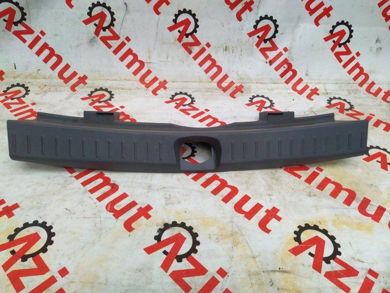 Накладка замка багажника Daihatsu Yrv M201G K3VET 2000 (б/у) 151