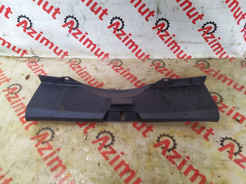 Накладка замка багажника Toyota Vitz KSP130 (б/у)