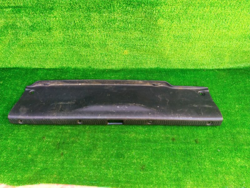 Накладка замка багажника Toyota Camry SV40 (б/у) 046