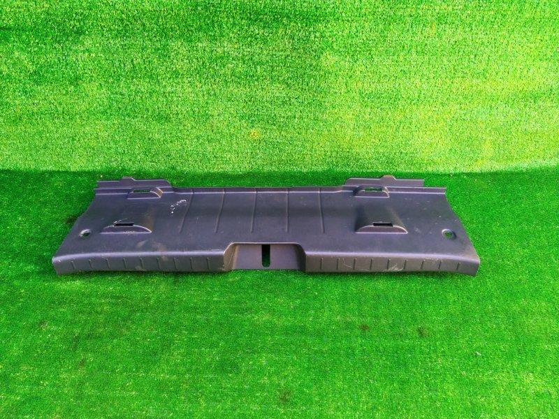 Накладка замка багажника Toyota Vitz SCP90 (б/у)