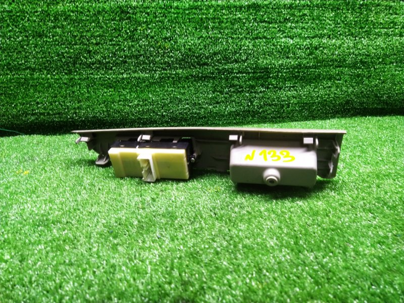 Пульт стеклоподъемника Toyota Passo Sette M502E передний правый (б/у) 133