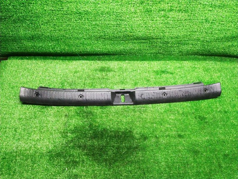 Накладка замка багажника Toyota Corolla Fielder NZE124 (б/у)