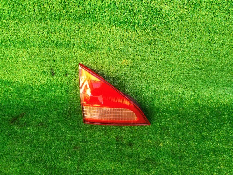 Стоп-вставка Nissan Wingroad WFY11 левая (б/у) 303 132-24824